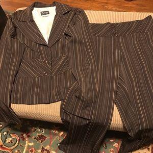 A-List Two Pc. Pants Suit. Size 13/14
